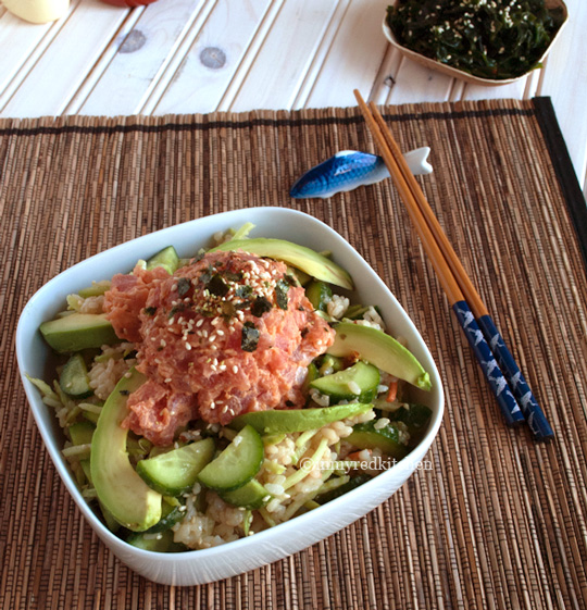 Spicy tuna with cucumber salad