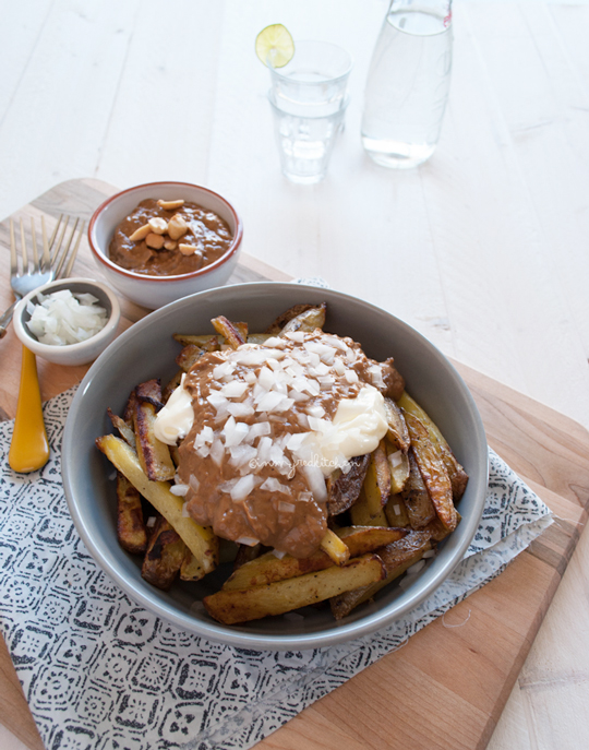 Oven baked fries with peanut sauce and mayonnaise