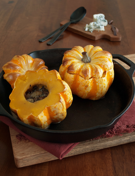 Roasted carnival squash with gorgonzola