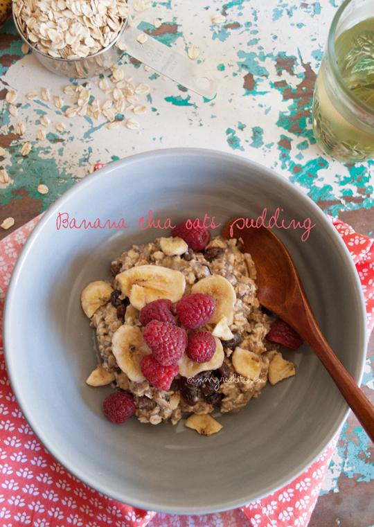 Banana chia seeds oatmeal pudding | in my Red Kitchen #healthy #breakfast #oatmeal #banana
