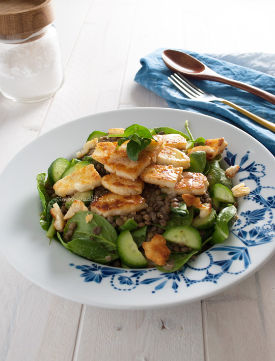 Lentil salad with halloumi